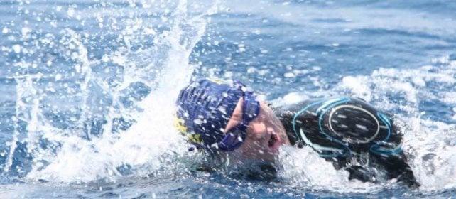 A nuoto da Torre Annunziata a Massa Lubrense: la sfida di Cimmino contro ogni barriera
