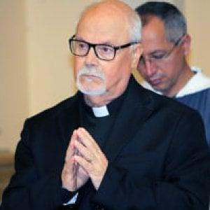 Campobasso, ordinato sacerdote a 73 anni davanti a figli e nipoti