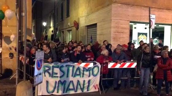 Salvini contestato, gli urlano fascista