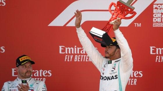 F1, Gp Spagna: quinta doppietta Mercedes, vince Hamilton davanti a Bottas. Ferrari fuori dal podio