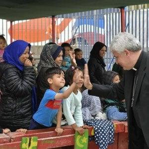 Il cardinale che di notte distribuisce coperte ai poveri