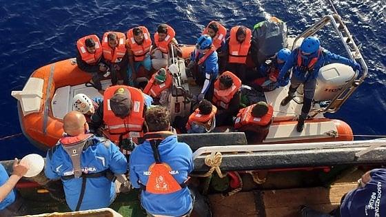 """Migranti, Sea Watch verso la Libia. La minaccia di Salvini: """"Non imbarchi nessuno o sarà fermata con ogni mezzo"""""""
