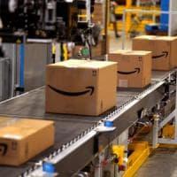 Amazon svela i robot (italiani) che sostituiscono gli umani e preparano i pacchi