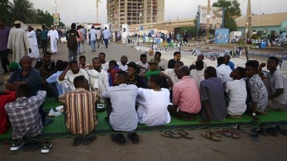 Sudan, c'è l'accordo per la transizione del potere. Le proteste non si fermano: 6 morti
