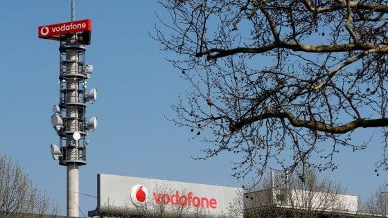 Vodafone paga la cessione indiana: tagliato il dividendo