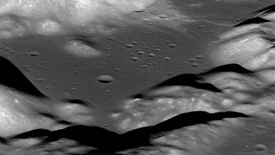 La Luna trema perché si restringe: lo dimostrano le 'cicatrici'