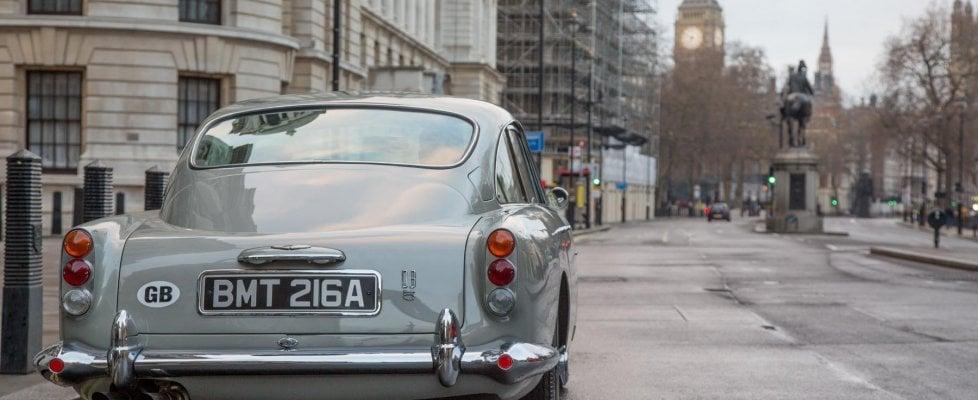 Torna l'Aston Martin DB5 di Goldfinger, con tutti trucchi del film