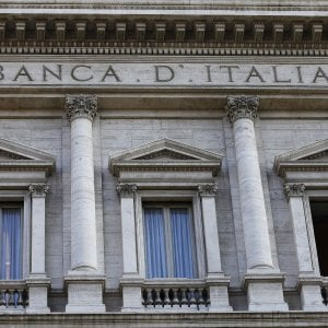 Il Tesoro alleggerisce il conto corrente, scende il debito pubblico