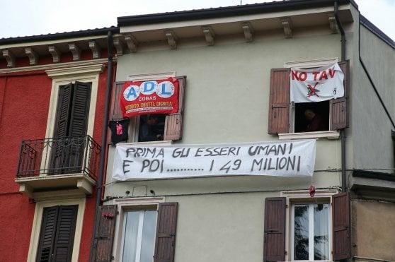 """Salvini e il boomerang degli striscioni: """"Matteo togli anche questi"""""""
