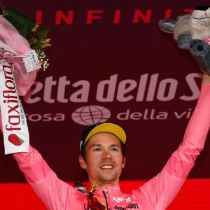 Ciclismo, Giro d'Italia; le pagelle della quarta tappa: Roglic bravo e fortunato