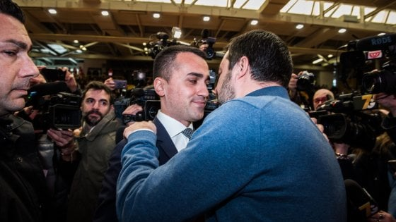 """Scontro Lega-M5S, Toninelli: """"Dl sicurezza dopo le europee"""". Salvini: No, il 20 in cdm"""""""