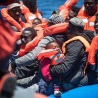 Migranti, la Sea Watch salva 65 persone in zona Sar libica. Salvini firma