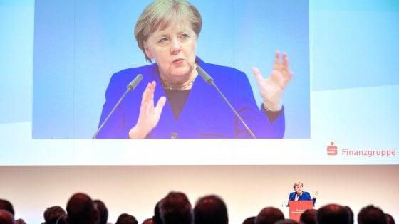 """Ue, Merkel: """"Salvini e la Lega non entreranno mai nel Ppe"""""""