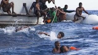 Controlli su 88 agenzie di viaggio: trafficavano migranti nel Mar Mediterraneo