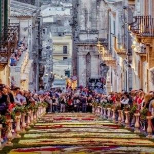Noto, un tappeto di fiori per celebrare gli italiani d'America