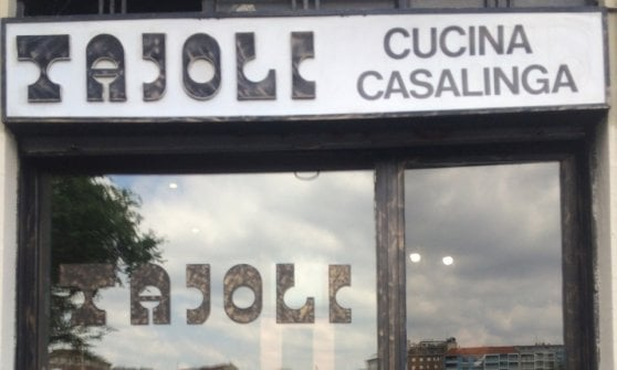 Tra ossobuco, costolette e Claudio Villa, la Milano ancien régime dell'osteria Tajoli