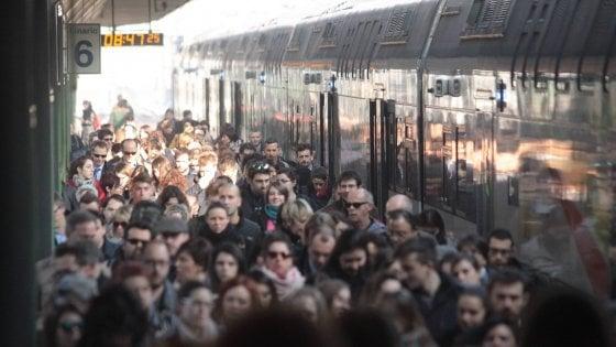 Trasporti, sciopero nazionale il 17 maggio: fermi  treni, metro e traghetti