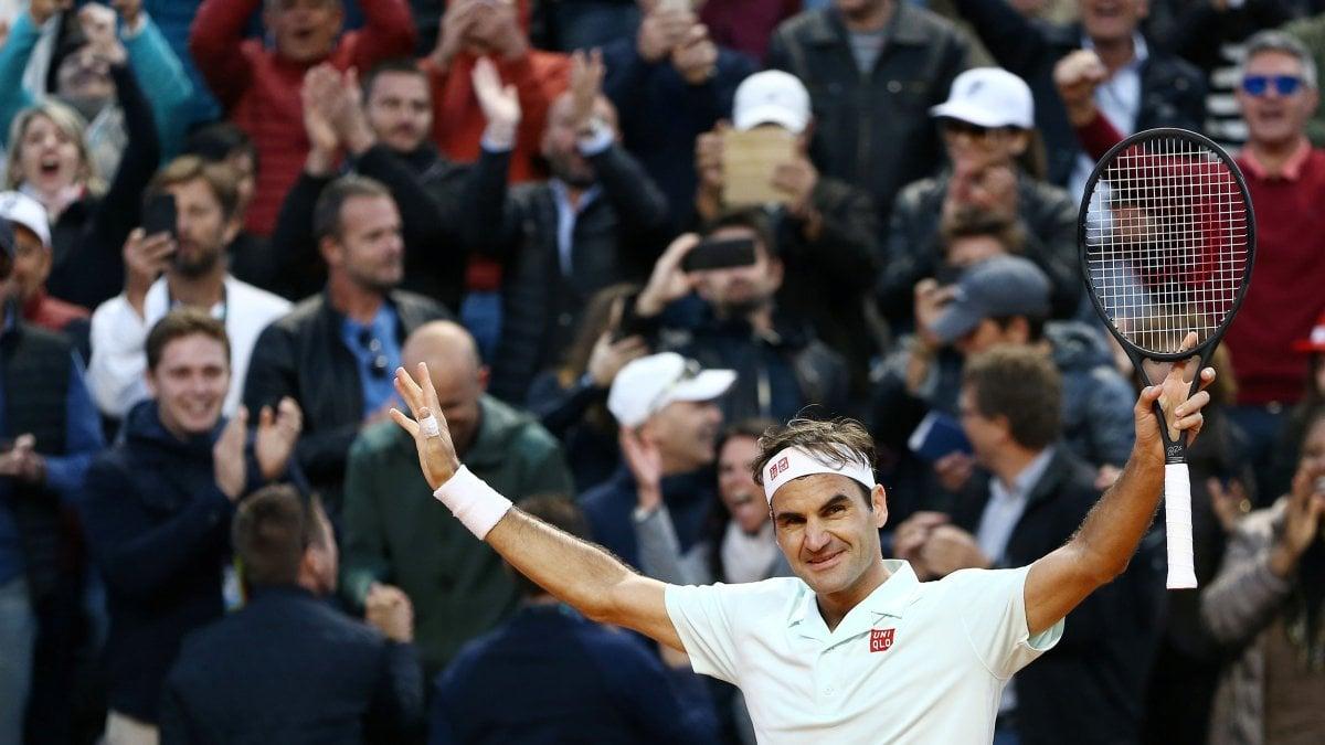 Tennis, Internazionali; Federer infiamma Roma: rimonta e va ai quarti, Avanti anche Nadal e Djokovic