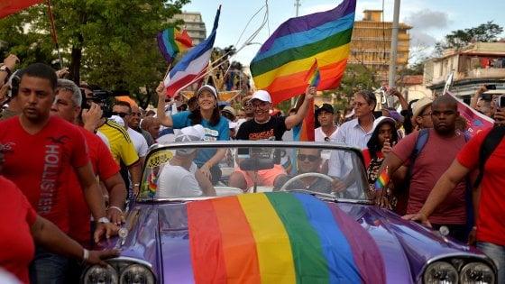 """Giornata mondiale contro l'Omofobia, Mattarella: """"Occasione per riaffermare il principio di uguaglianza"""""""