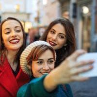 Effetto selfie, distorce la percezione immagine dei millennials
