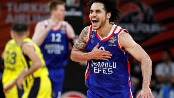 Basket, Eurolega: derby turco all'Efes, finale contro il Cska