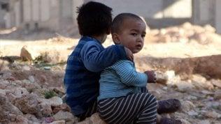 Bambini in guerra, stop al loro coinvolgimento: sui campi di calcio di serie A la campagna di Save the Children