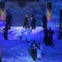 Eurovision, i ballerini di Madonna con bandiere Palestina e Israele