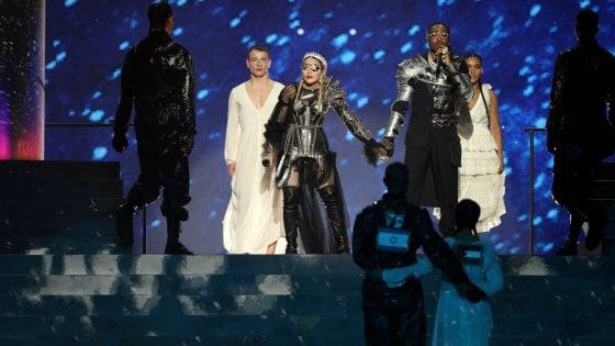 Eurovision, Madonna con bandiere Israele e Palestina