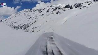Neve di maggio, 10 metri sul passo Alpino: l'eccezionale primavera