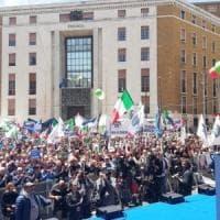 """Europee, Meloni chiude a Napoli: """"Salvini torna con noi, molla la sinistra del M5s"""""""
