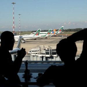 Aerei, martedì lo sciopero. Alitalia cancella metà dei voli