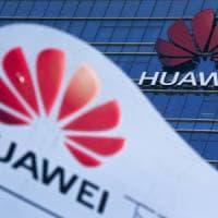 Google taglia i ponti con Huawei: stop agli aggiornamenti Android per i cellulari...