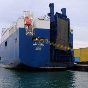 Nave delle armi, la vittoria dei portuali: la Yanbu non carica i materiali militari, e la Cgil ferma gli altri porti