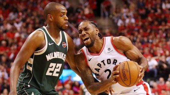 Basket Nba, finale Est: Toronto piega Milwaukee all'overtime e accorcia