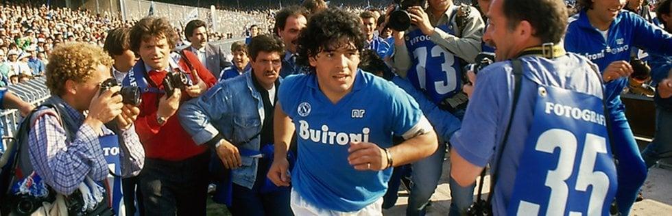 Speciale Cannes Maradona non c'è, i fan celebrano il campione