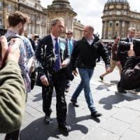 Gb, la rivolta del milkshake arriva a Farage