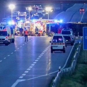 Pullman Flixbus fuori strada in Germania, muore tifosa trentina della Lube