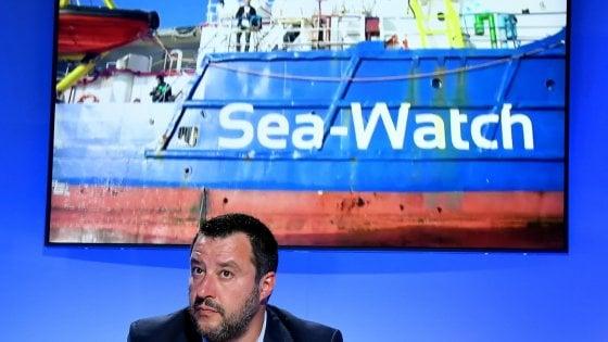 """Sea Watch, interrogato il comandante: """"Rifarei tutto"""". I pm: """" Il nostro lavoro è prendere i cattivi, neri o bianchi"""""""