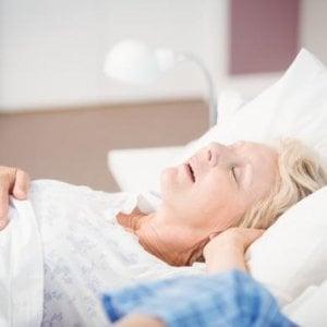 Le apnee notturne potrebbero aumentare il rischio di tumore, specie nelle donne