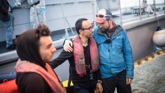 """Arturo Centore, il comandante della Sea Watch: """"Non siamo scafisti, siamo volontari"""""""