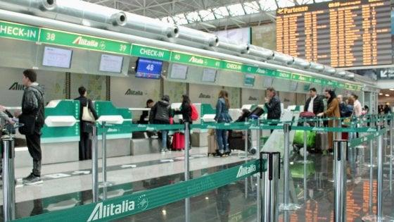 Sciopero trasporto aereo, Alitalia cancella più di trecento voli