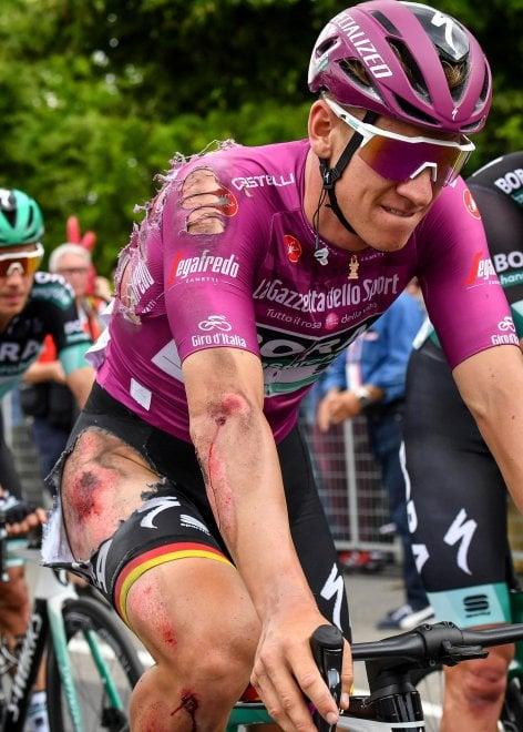 Ciclismo, Giro d'Italia: la brutta caduta di Ackermann