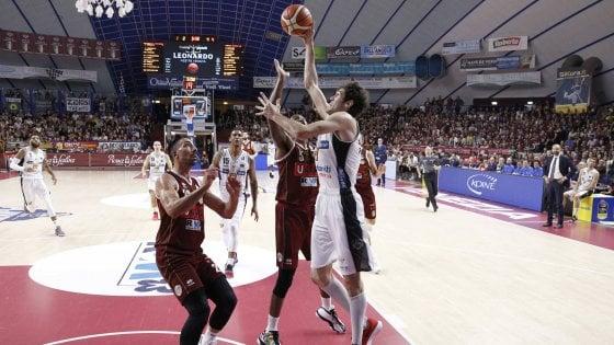 Basket, playoff serie A: Cremona e Venezia si ripetono, Trieste e Trento sotto 2-0