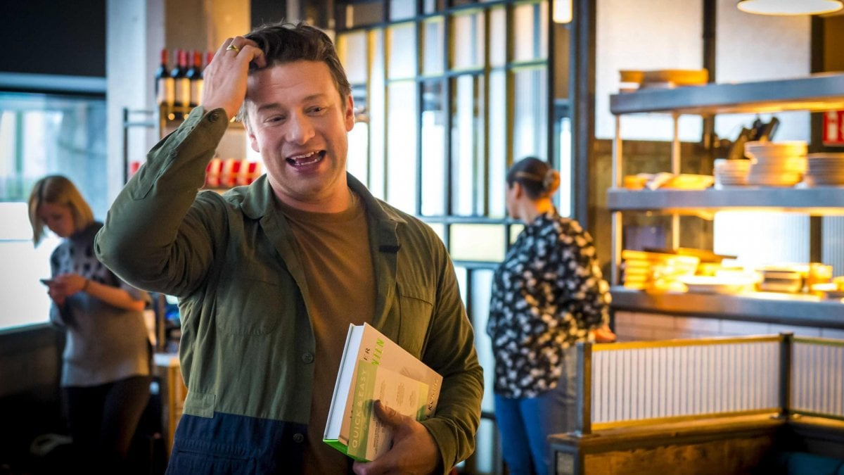 """Il crac dei ristoranti """"finto italiani"""" di Jamie Oliver: chiudono 25 locali"""