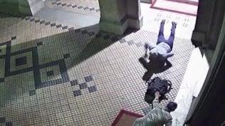 Furti nelle case del centro: ecco i ladri acrobati in azione