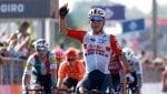 Ciclismo, Giro d'Italia: a Novi Ligure vince Ewan, Viviani è quarto e si ritira
