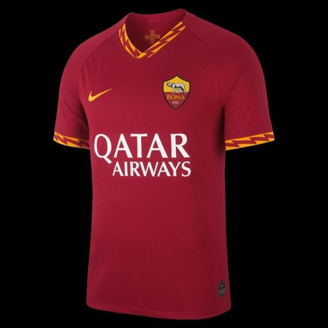 All'insegna del fulmine, ecco la nuova maglia della Roma