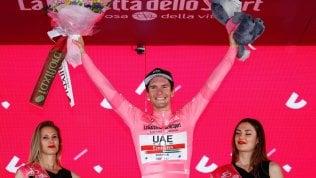 Giro, a Pinerolo vince Benedetti. Polanc è la nuova maglia rosa