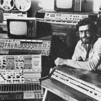 Ripara un sintetizzatore degli anni '60, con ancora tracce di Lsd: e il tecnico va in...