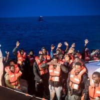 Migranti: a Lampedusa sbarchi senza sosta, arrivati in 57